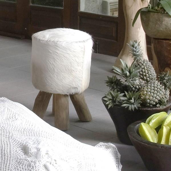 ziegen fell hocker rund wei 42 cm bei wohnfreuden kaufen. Black Bedroom Furniture Sets. Home Design Ideas
